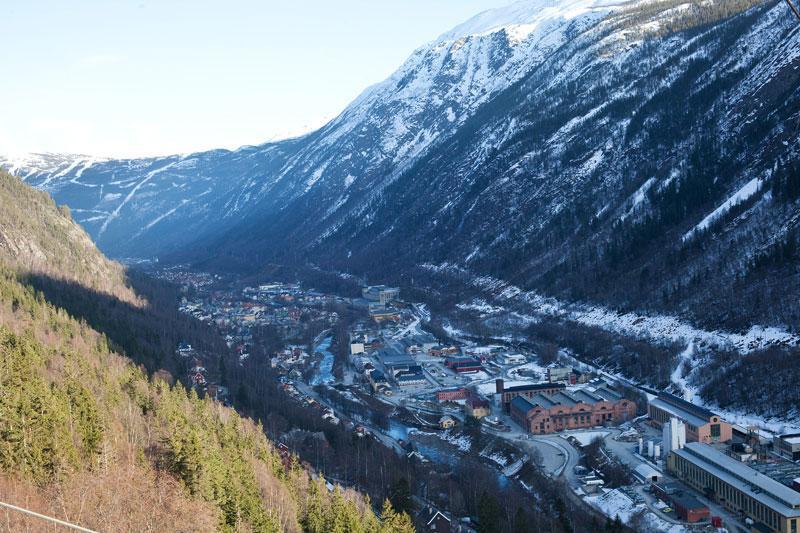 La pequeña aldea de Rjukan en Noruega