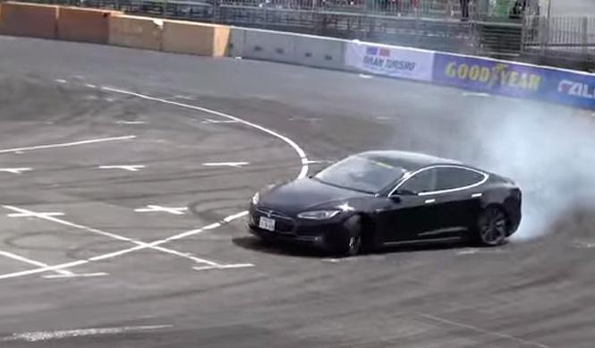 Vídeo: drifteando con un Tesla Model S