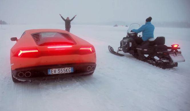Desafío bajo cero: Lamborghini Huracán vs moto de nieve