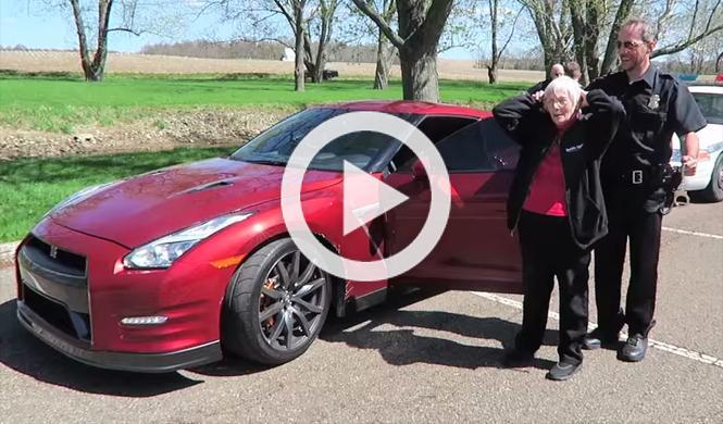Divertida broma con una abuela y un GT-R como protagonistas