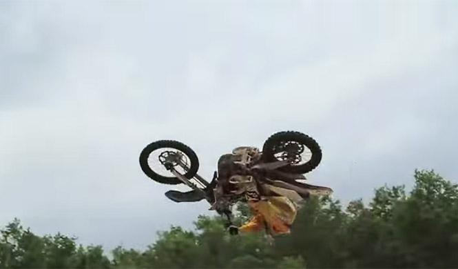 Vídeo: Recopilación de scrubs y whips en motocross