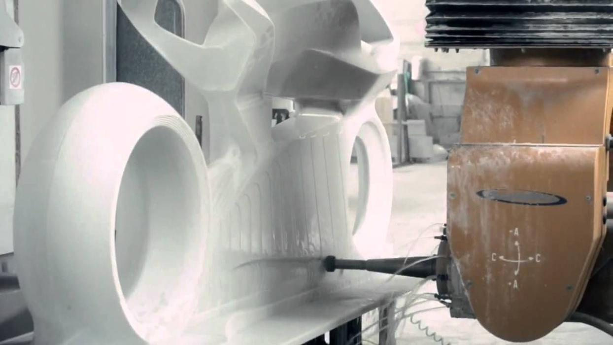 Video: Así se ha hecho la escultura de Ducati en mármol