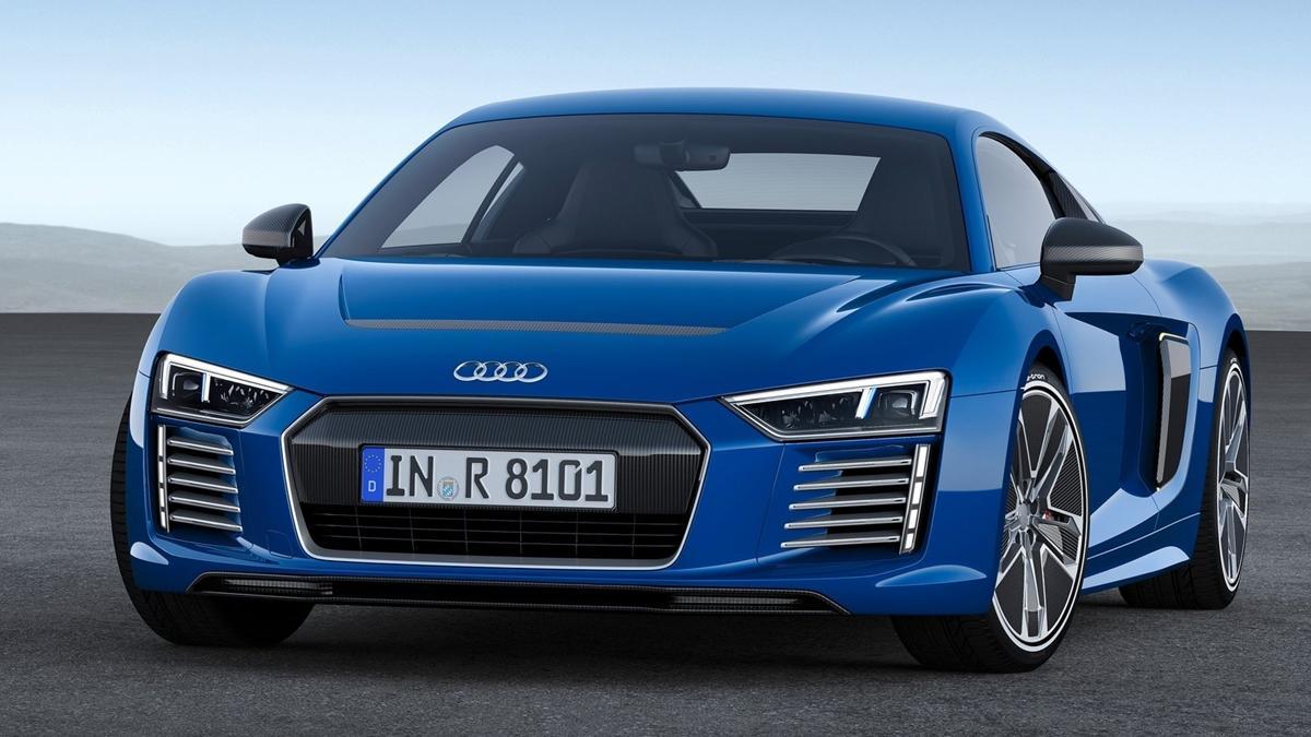 Audi_R8_e-tron_2015_frontal