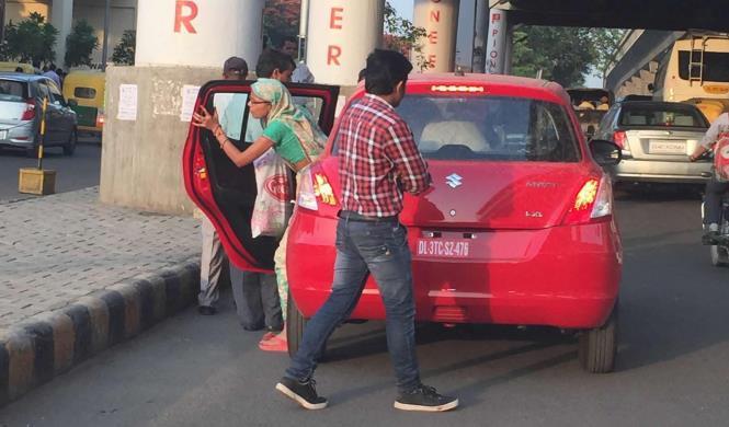 Un concesionario utiliza el coche de un cliente como taxi