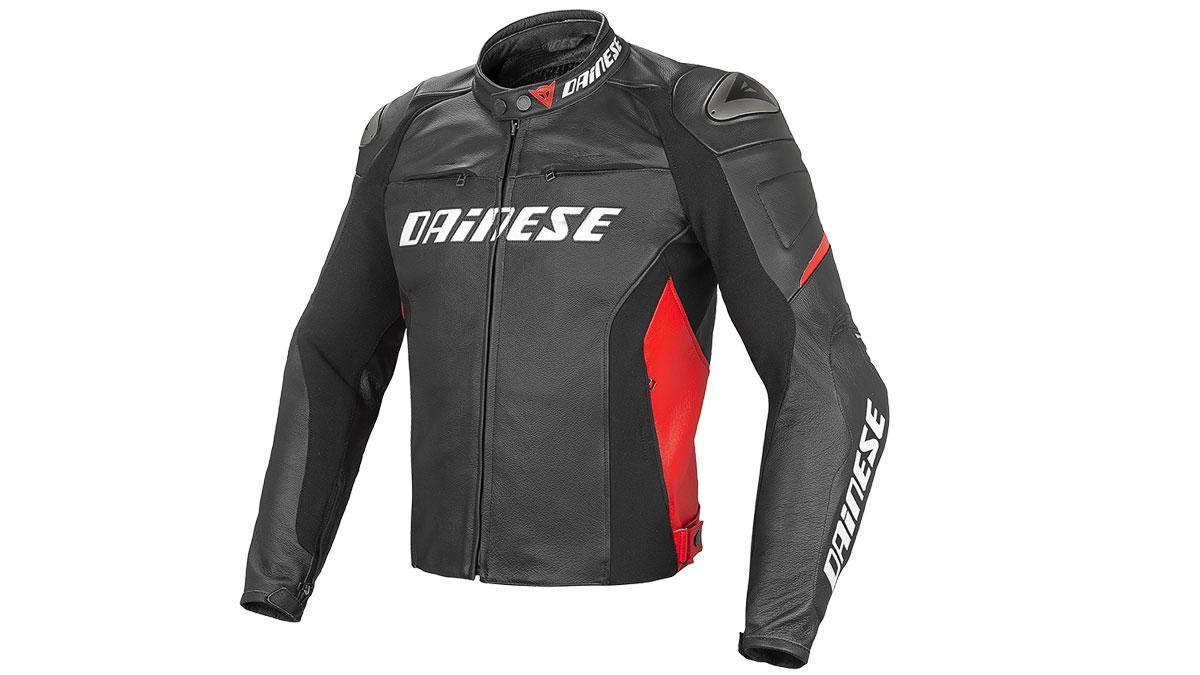 La chaqueta Dainese Racing D1 Pelle puede ser negra o blanca