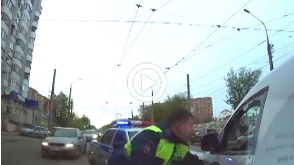 Que no se acerque este policía a tu coche