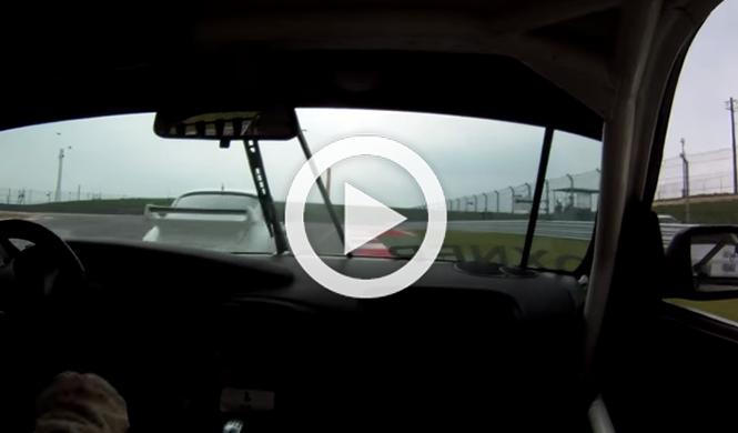 ¡Un Porsche se queda sin frenos en mitad de una carrera!