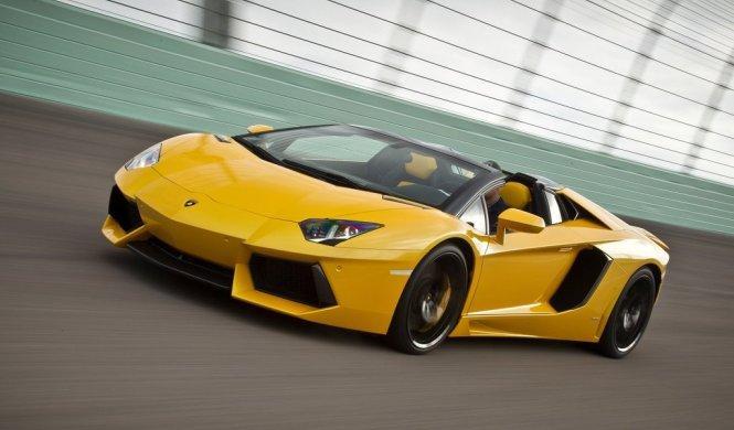 Un Lamborghini Aventador devorado por las llamas en Dubai