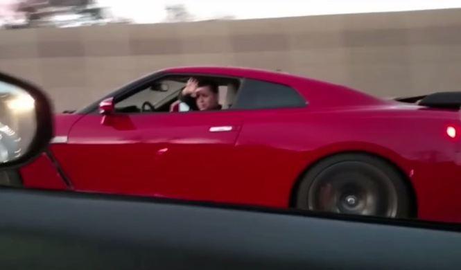 ¿Cómo humillar al propietario de un GT-R? con un 370Z