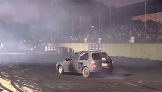 Vídeo: drift con un Daihatsu Charade, ¡pequeño pero matón!
