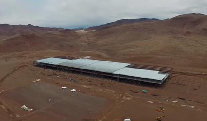 Así es, a vista de dron, la gigafactoría de Tesla
