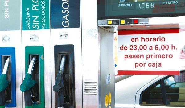 Patrullas contra los 'sinpas' de las gasolineras