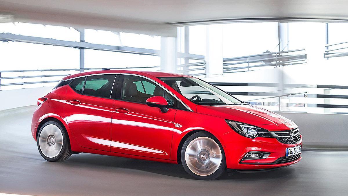 Opel Astra 2015 garaje