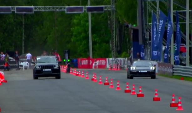 'Drag race': Jeep Grand Cherokee SRT8 vs Porsche 911 Turbo