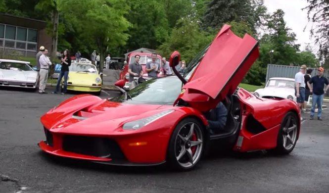 El conductor más gallina de un Ferrari LaFerrari