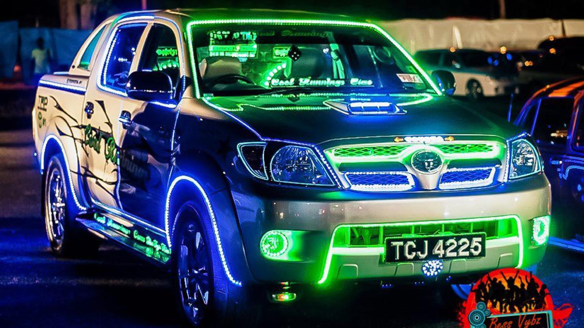 elementos-coche-hortera-neones-toyota