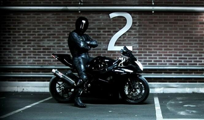 Vídeo: Ghost Rider 666, caballito a 345 km/h