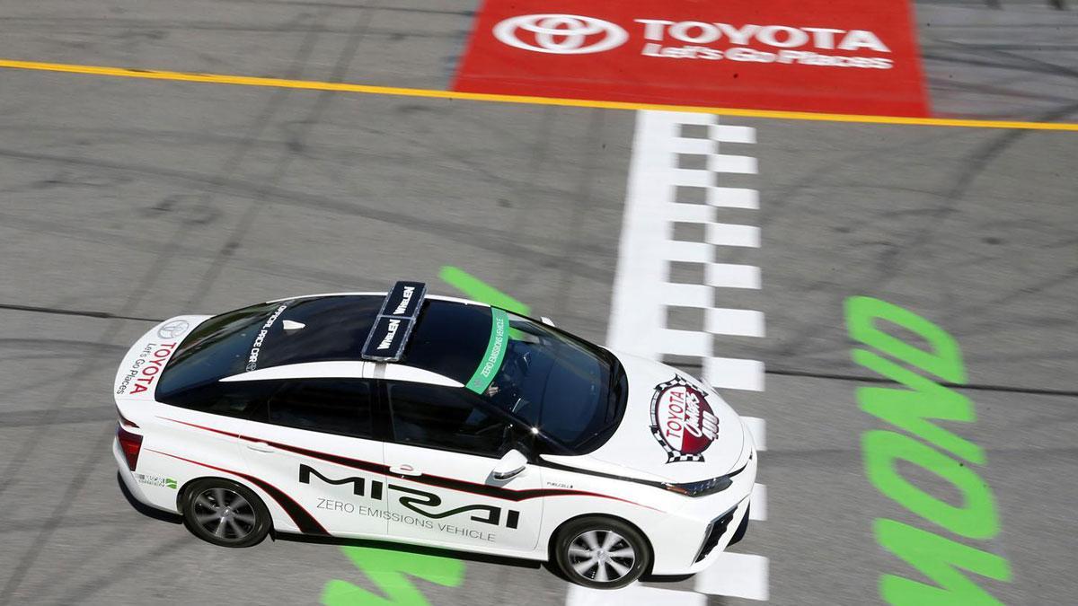 Toyota Mirai lateral