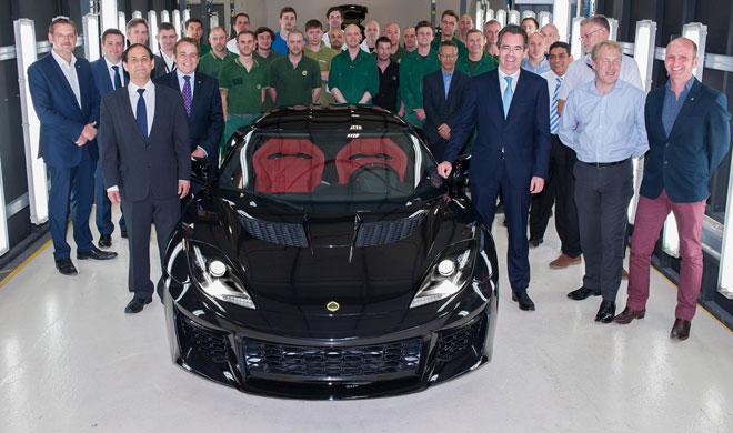 El primer Lotus Evora 400 sale de la línea de montaje