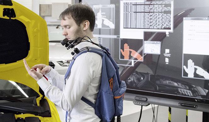 La fábrica del futuro proyectará datos en la mano
