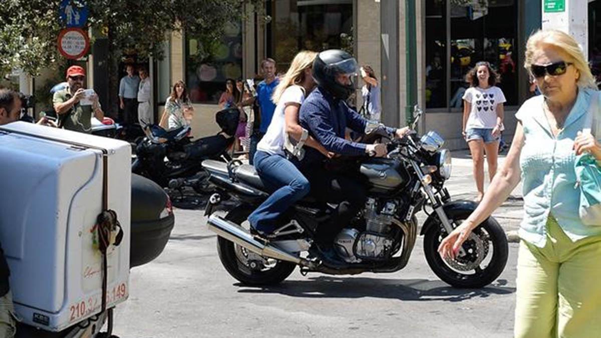 Varoufakis-moto-Atenas-casco