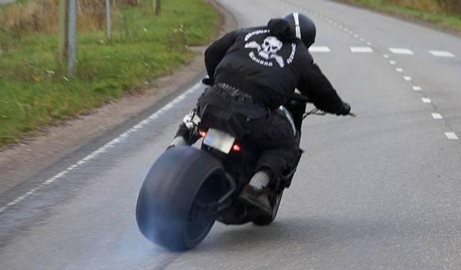 Vídeo: MAD Kuusaa, derrapes locos en moto por Finlandia