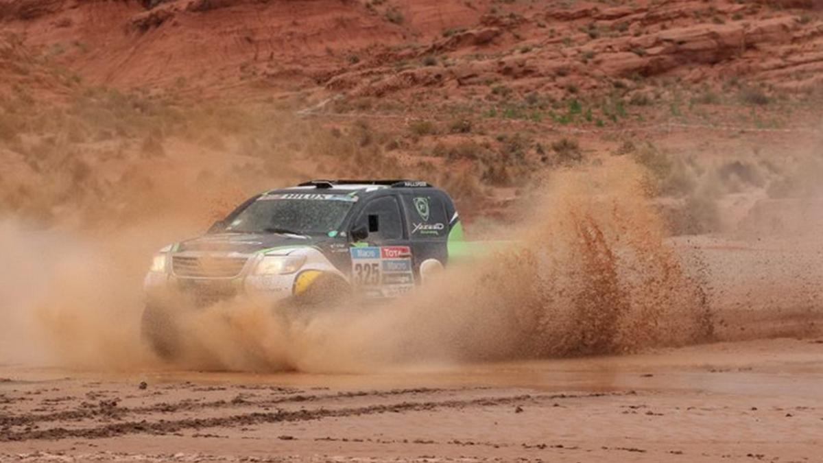 Toyota se apunta al Rally Dakar 2016