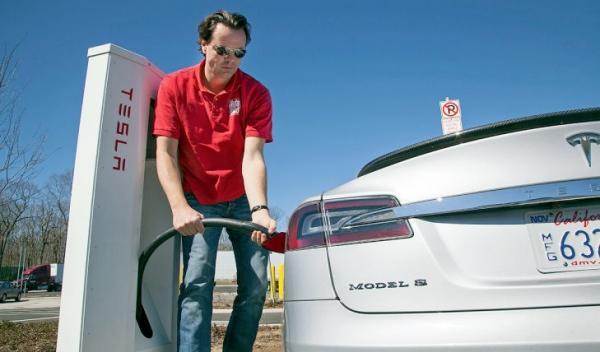 Ya tenemos una superestación de carga Tesla en España