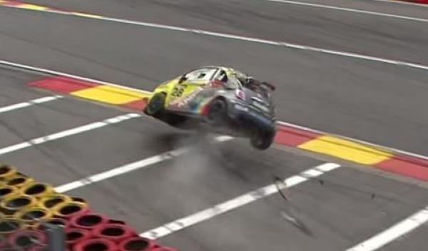 Accidente de un Fiat 500 Abarth en Spa-Francorchamps