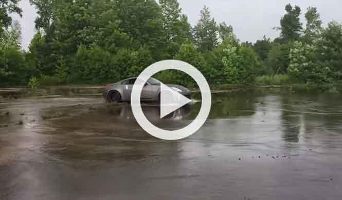 'Driftando' con un Nissan 350Z sobre agua