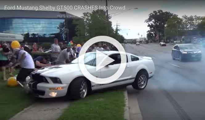 El conductor de este Mustang Shelby GT500 es idiota