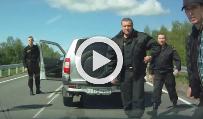 Esto es lo que pasa si le cortas el paso a la Policía rusa