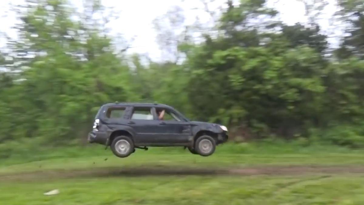 Menuda forma de destrozar un Subaru Forester