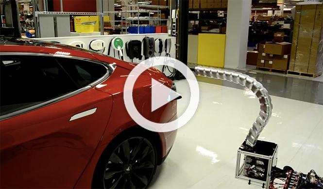 La 'serpiente' robot que recarga los coches de Tesla