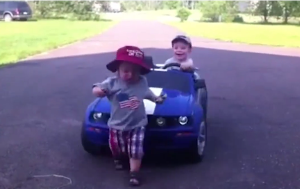 Niños al volante... ¡peligro constante!