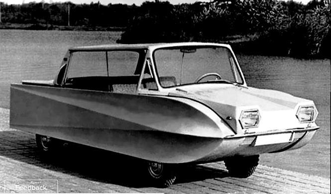 Este coche anfibio, ¡es un catamarán!