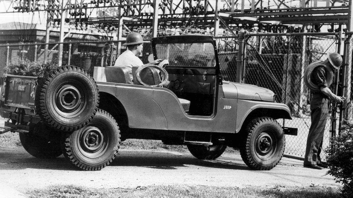 Jeep CJ-6 trasera