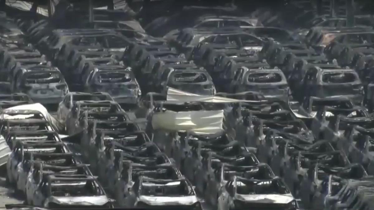 La brutal explosión de Tianjin, China, calcina 8.000 coches