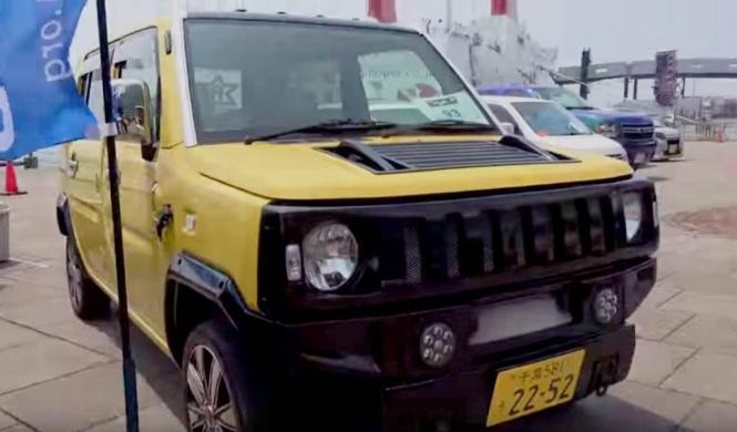 Un Daihatsu Naked convertido en Hummer