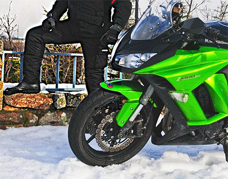 Equipo básico para moto: guantes, pantalones y botas