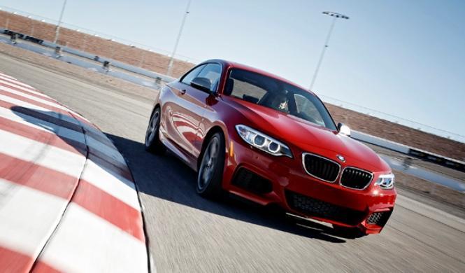 BMW M235i Racing 2016: cazado con un nuevo spoiler