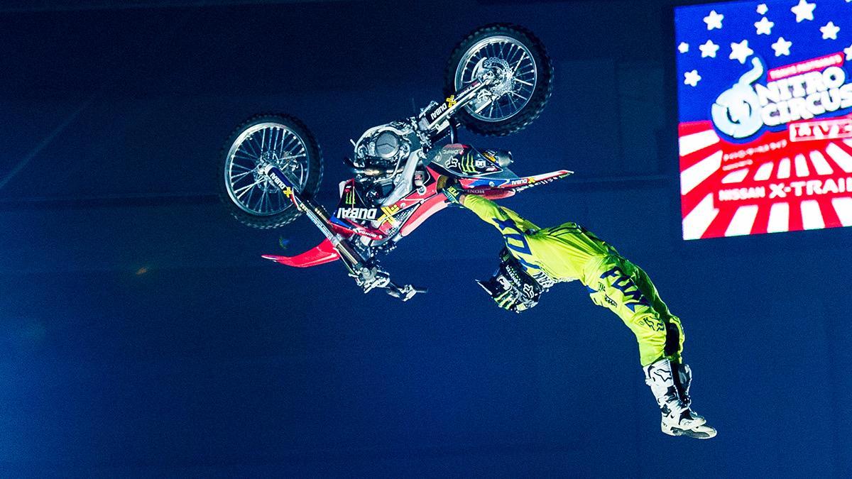 ¿Cuántos saltos mortales se pueden hacer en una moto?