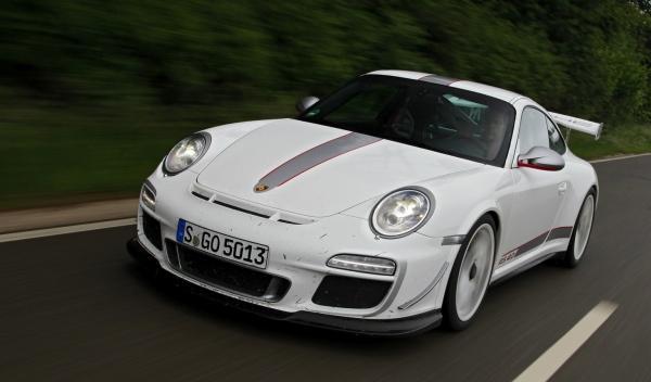 Los peligros de dejarle tu Porsche 911 GT3 RS a tu sobrino