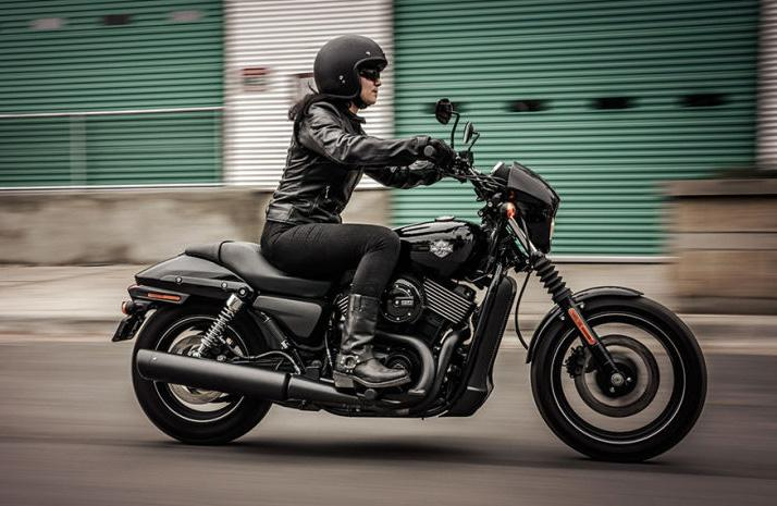 La Harley-Davidson Street 750 suspende en un test de frenos