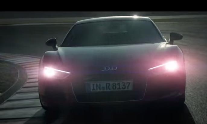 Alucina con lo que un Audi R8 puede hacer... de noche
