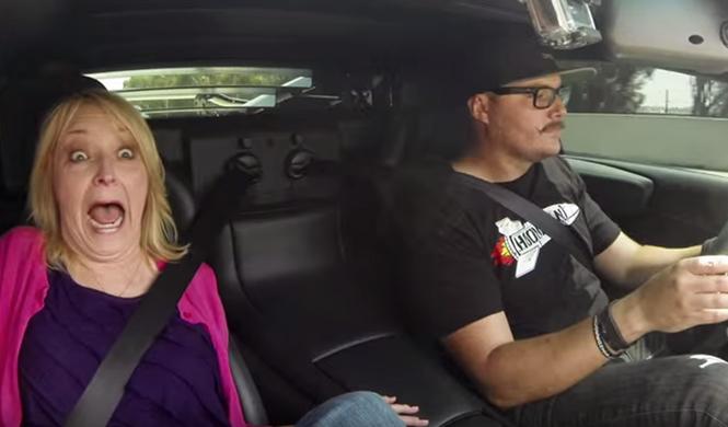 ¿Cómo reaccionaría tu abuela si montase en un Lamborghini?