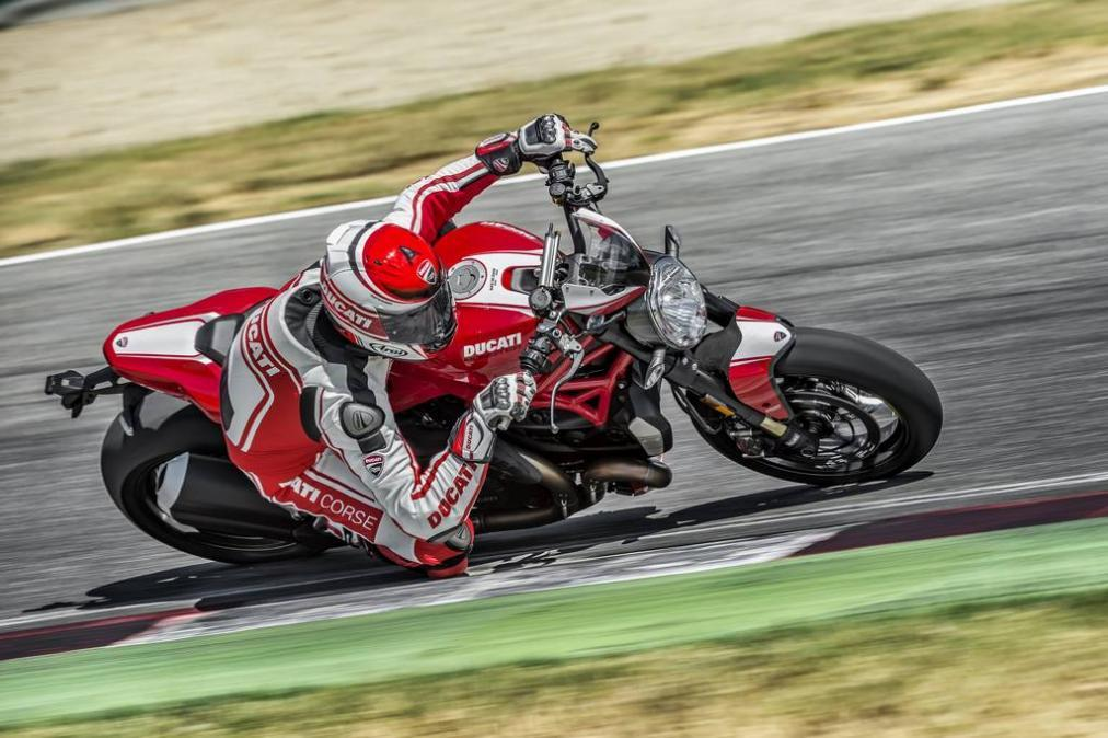 Ducati-Monster-1200R-circuito