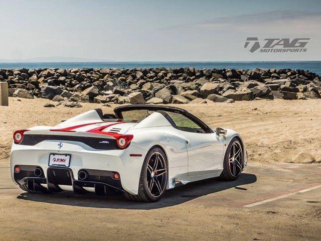 Ferrari 458 Speciale tres cuartos traseros