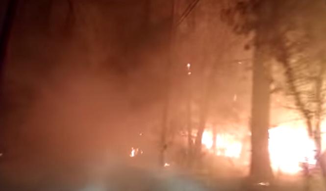 Terrorífico: así escapa del fuego este conductor