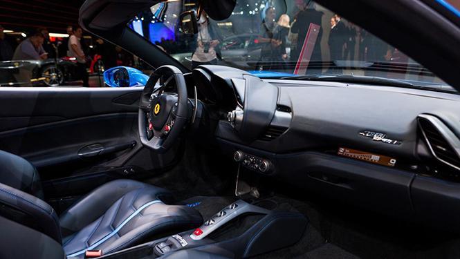 El Ferrari 488 GTB Spider, con equipo de sonido Harman